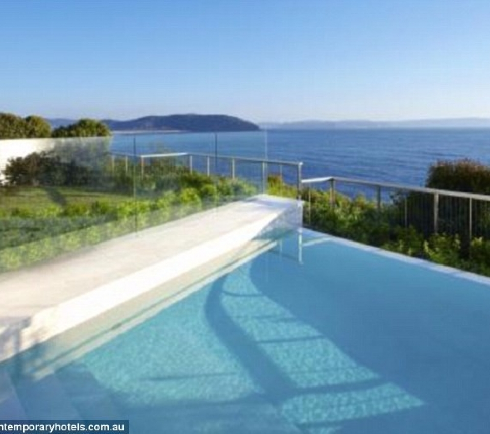 2A3D0A7F00000578-3149774-Sprawling_views_The_three_level_home_perched_on_the_cliffs_at_Pa-m-31_1436064166075