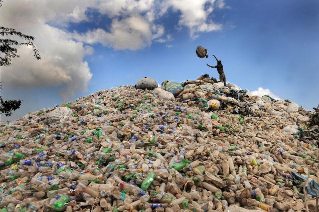 MOUNDS_OF_PLASTIC__1543121f