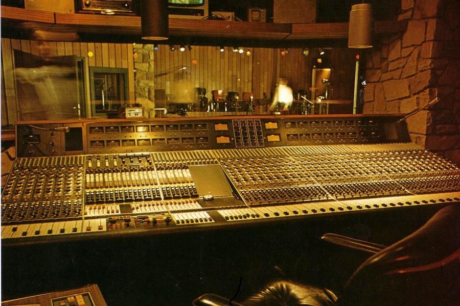HPIC071_Hansa-Studio-mixing-desk_Hansa