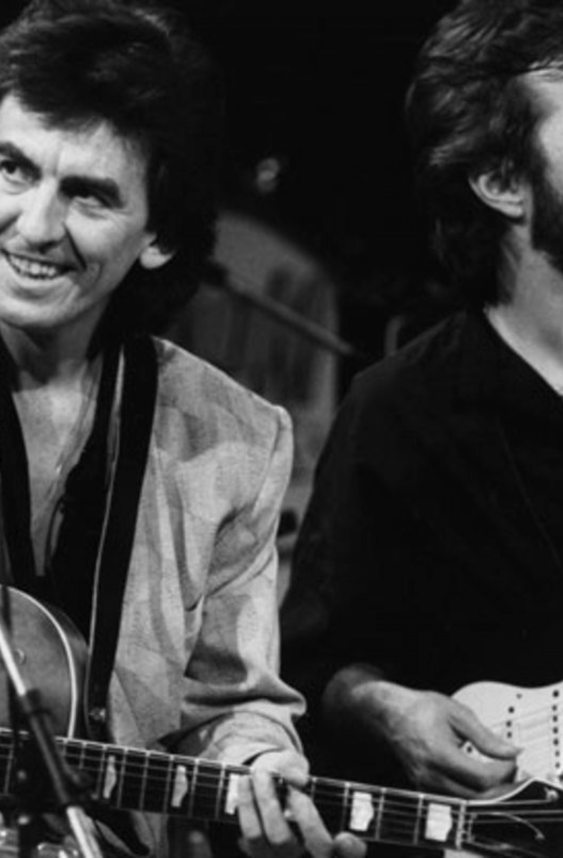 george-harrison-and-eric-clapton-share-a-laugh-on-october-23-1985